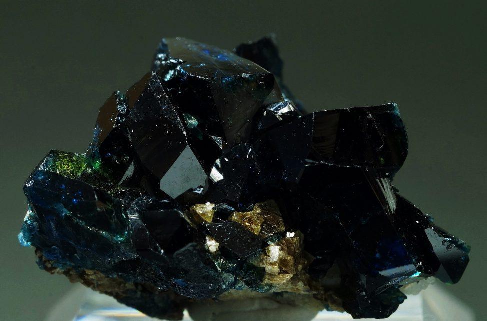 カナダ・ユーコン州産ラズライト天藍石の高品質標本